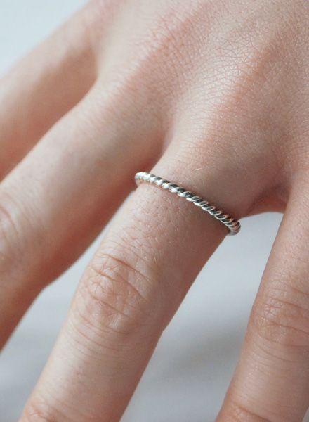 "Felicious Fingerring ""Twisted Silber"" - 925er Silber aus zweifach gekordeltem Runddraht"
