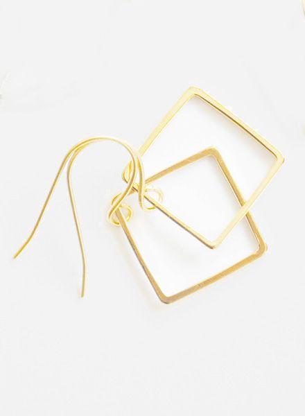 Studio Na.hili Earrings I White or yellow gold