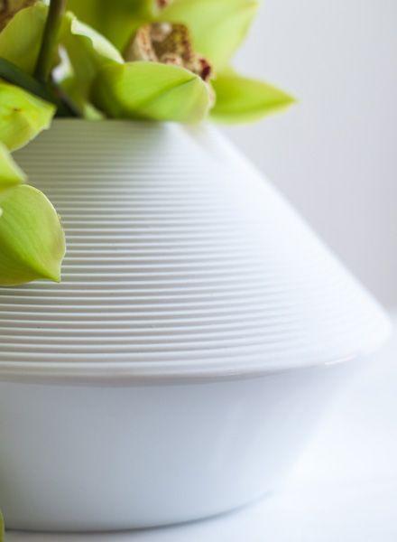 """Objekte unserer Tage Handgearbeitete Vase aus Porzellan """"Wagner"""""""