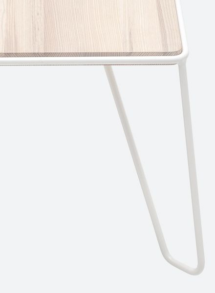 """Objekte unserer Tage Sidetable """"Yilmaz"""" made of powdercoated steel with massiv wood top"""