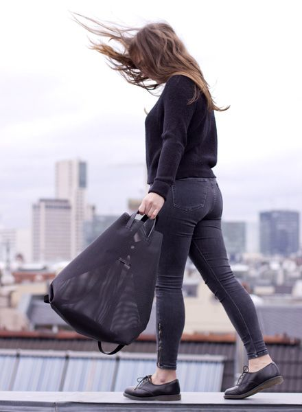 Hänska Shopper/Rucksack aus hell-grauem Netzgewebe und Lederhenkeln