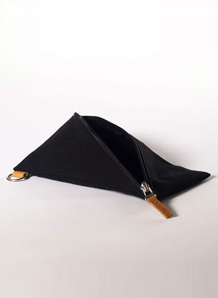 Hänska Black pouch made of canvas with zipper