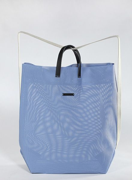 Hänska Shopper/Backpack made of blue mash fabric and leather straps