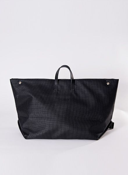 Hänska All Black mesh bag for weekend trips - also wearable as backpack