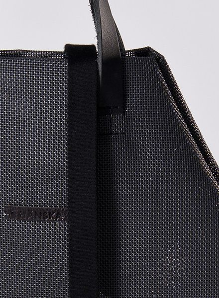 Hänska Shopper/Backpack made of black mesh fabric and leather straps