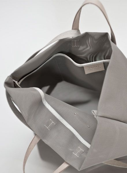 Hänska Shopper/ Backpack made of taupe grey mesh and leather straps