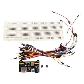 Breadboard met Jumper Draden en Power Supply voor Arduino