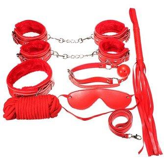 Luxe rode bondage set, bestaande uit onder andere handboeien, een leren zweep, een bit en nog veel meer.