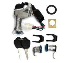 Scooter Contactslot Set 4-Pins voor 50cc en 150cc GY6