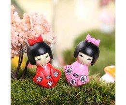 Schattige Mini Meisjes in Kimono voor Tuindecoratie