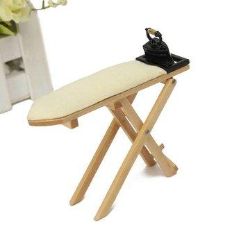Miniatuur Strijkplank met Strijkijzer voor in een Poppenhuis