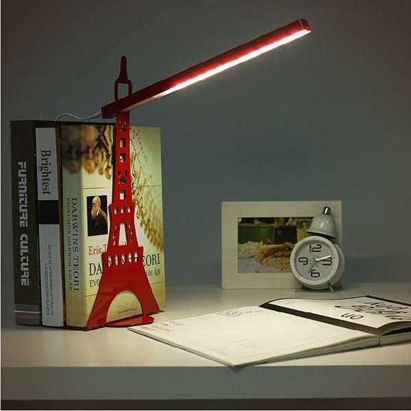 Deze lamp heeft de vorm van de eiffeltoren en is een fraaie aanwinst voor je bureau.