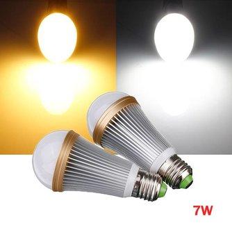 Dimbare 7 Watt LED Lamp