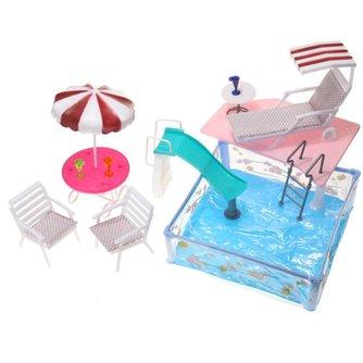 Poppenhuis Tuin met Zwembad & Meubilair