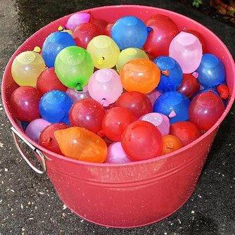 Opblaasbare waterballonnen in verschillende kleuren