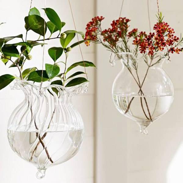 Glazen vaas die je kunt voorzien van bloemen of keien. op diverse plaatsen kun je dit product plaatsen....