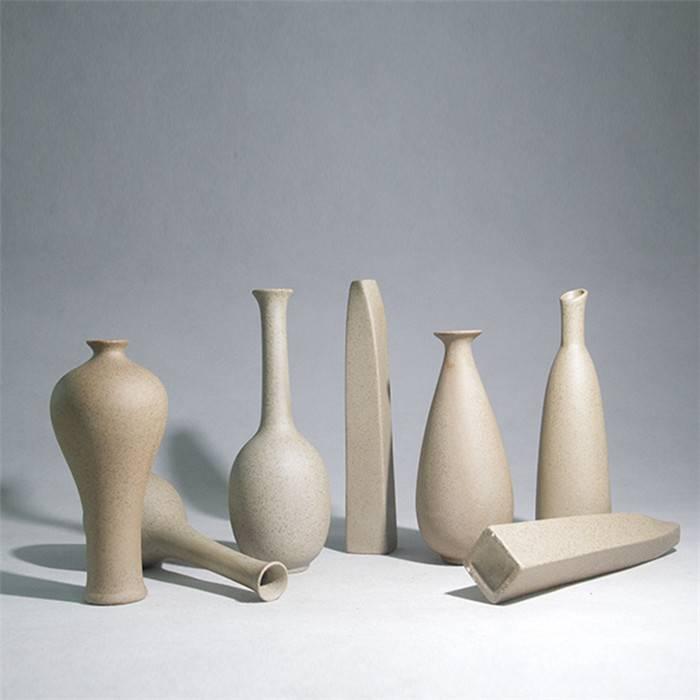 Deze keramiek vaas heeft een mooie bruin grijze kleur en is ideaal voor verschillende soorten planten en ...