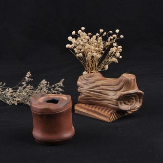 Bruine keramische vaas