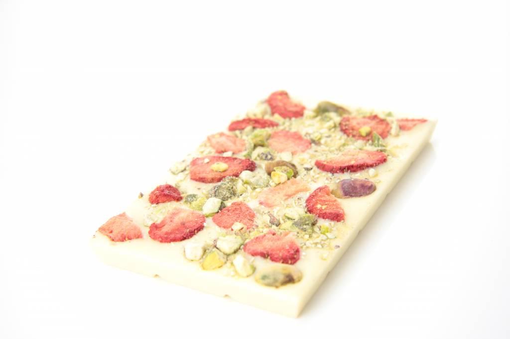 Tablet witte chocolade met aardbei en pistache