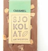 Tablet melkchocolade met stukjes caramel