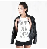 Believe the hype Wit t-shirt met print Go sit on a cactus T-shirt
