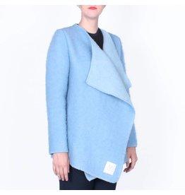 Wintervacht Duurzame lichtblauwe winterjas van wol
