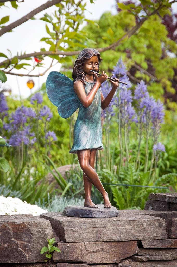 Elfe mit Flöte, stehend