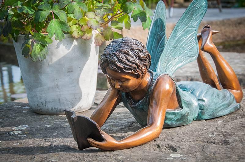 Elfe mit Buch