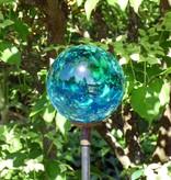 Strahlende Glaskugel auf einem Dekostab mit Hütchen, klar