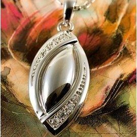 Zilveren Ashanger met fraai handgezette zirkonia steentjes