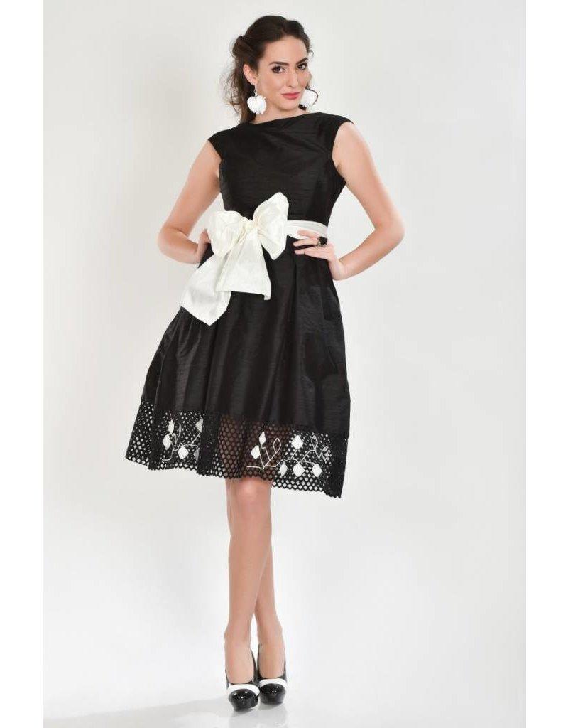 iskon mode Schwarzes Seidenkleid mit Spitze