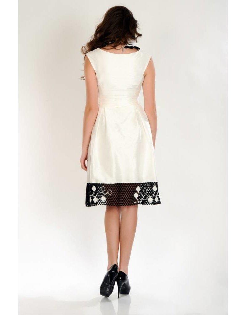 iskon mode Weisses Seidenkleid mit Spitze