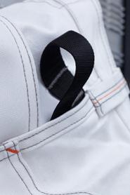 De handige doekhouderlus is met polyester versterkt voor extra duurzaamheid.