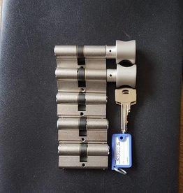 S2skg**F6 Veilig woningset 2 knop en 3 gewone cilinders 8 genummerde sleutels