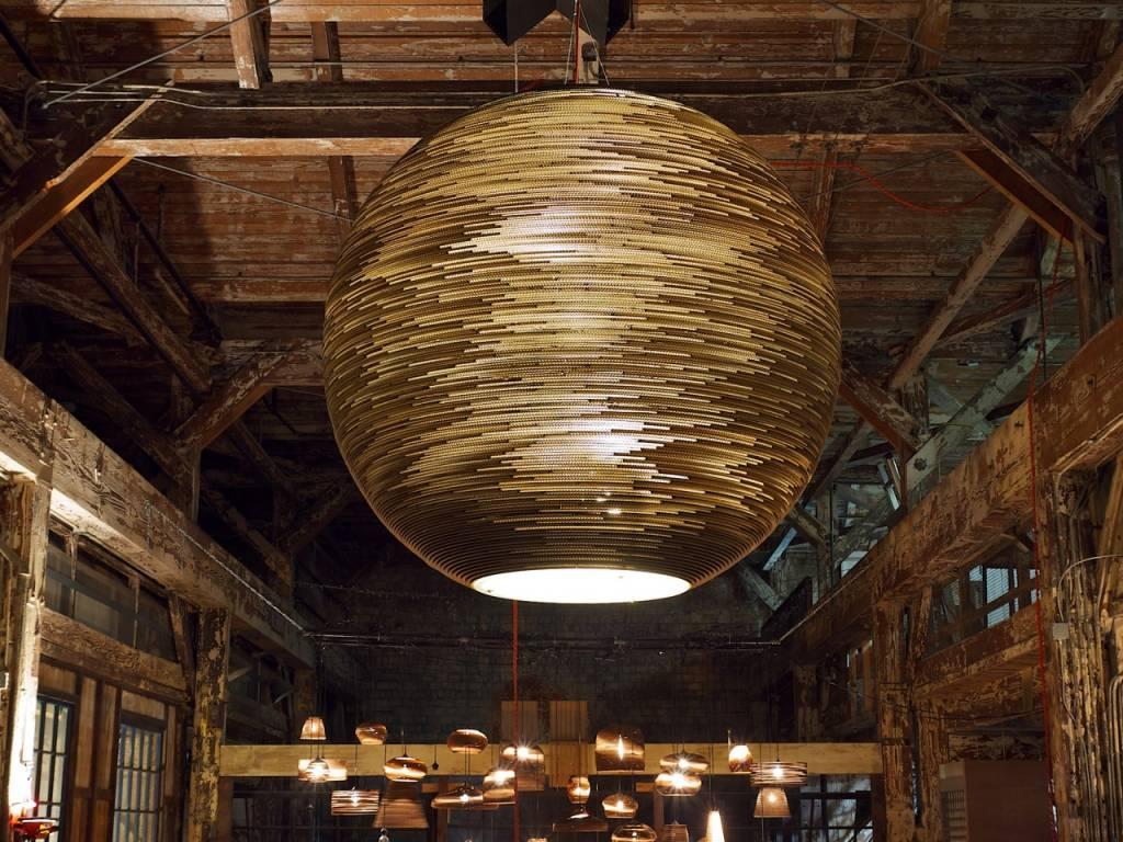 luminaire suspendu boule blanc beige g ant carton 163cm myplanetled. Black Bedroom Furniture Sets. Home Design Ideas