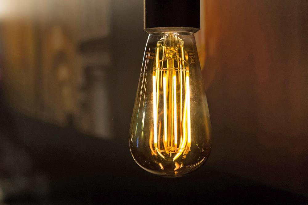 lampe sph rique led longue filament dimmable 6w dor e. Black Bedroom Furniture Sets. Home Design Ideas