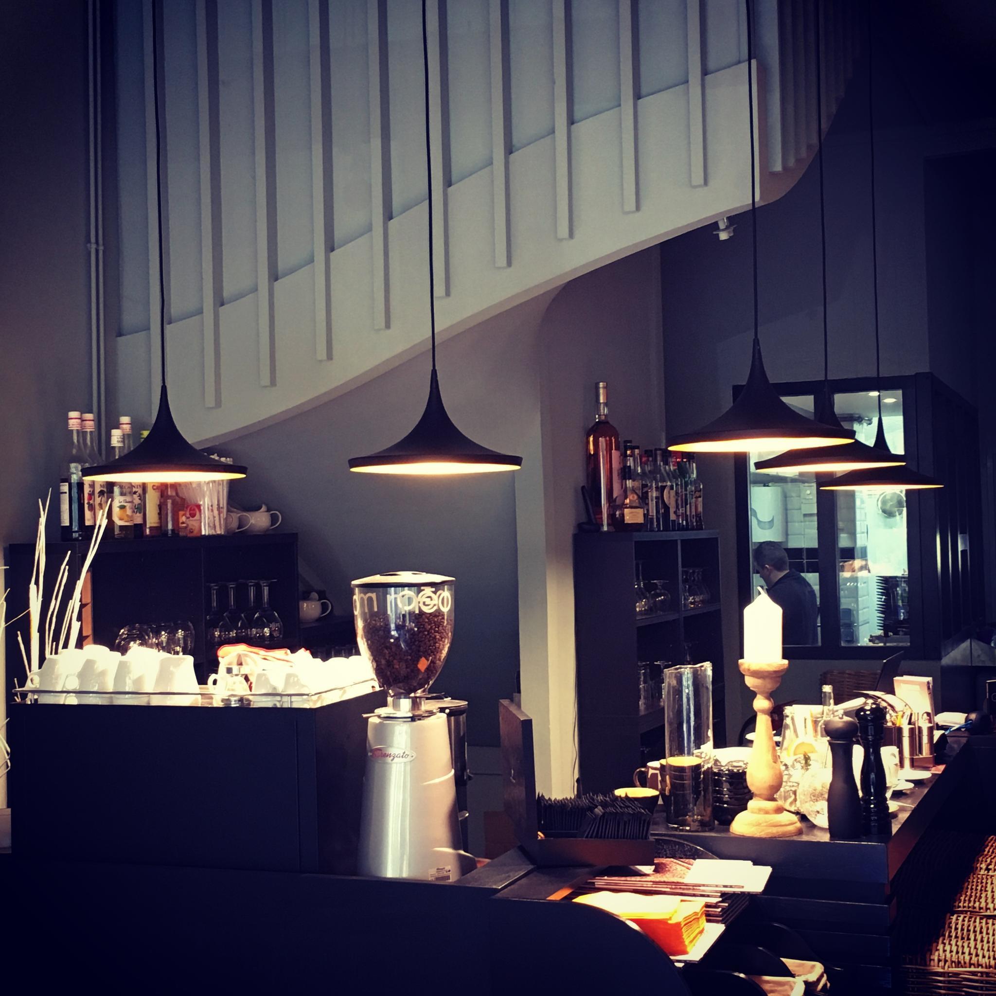 Wat is de aangewezen hoogte van een lamp boven de tafel myplanetled - Eiland keukentafel ...