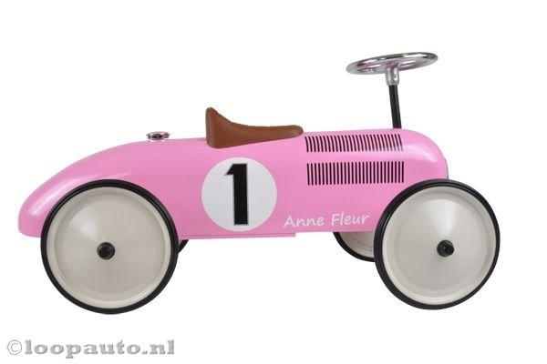 Deze (loop)auto voor jouw mini-me is zóoo gaaf! Bekijk de auto gauw!