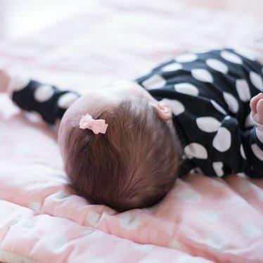 Your Little Miss Setje van twee lichtroze baby haarspeldjes met strik