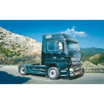 Italeri Mercedes-Benz Actros Black Edition
