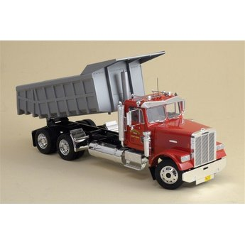 Italeri Freightliner Heavy Dumper Truck