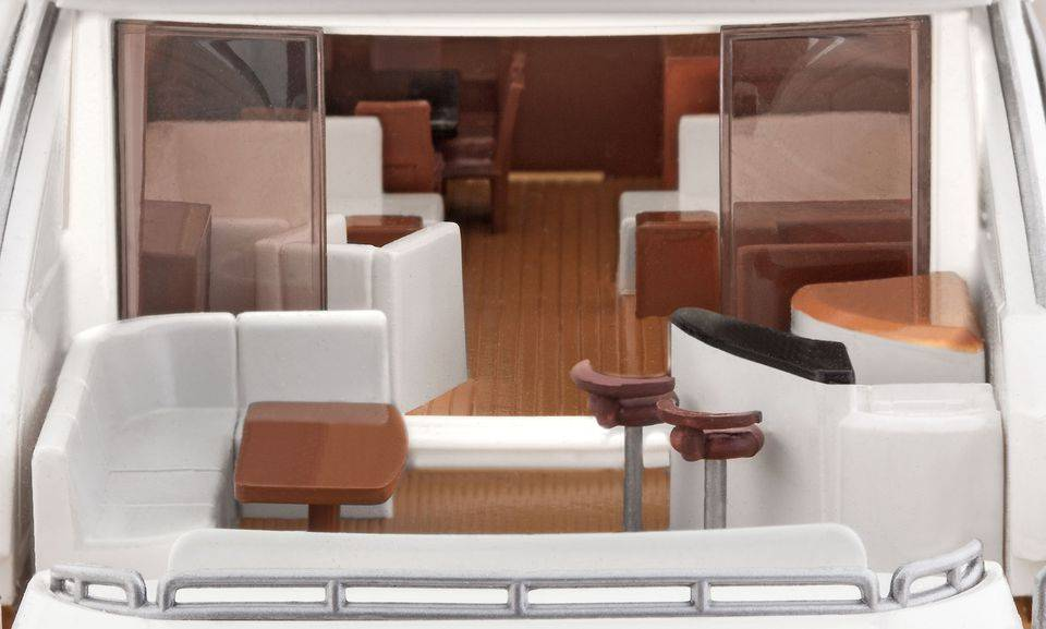 Revell Luxury Yacht 108ft
