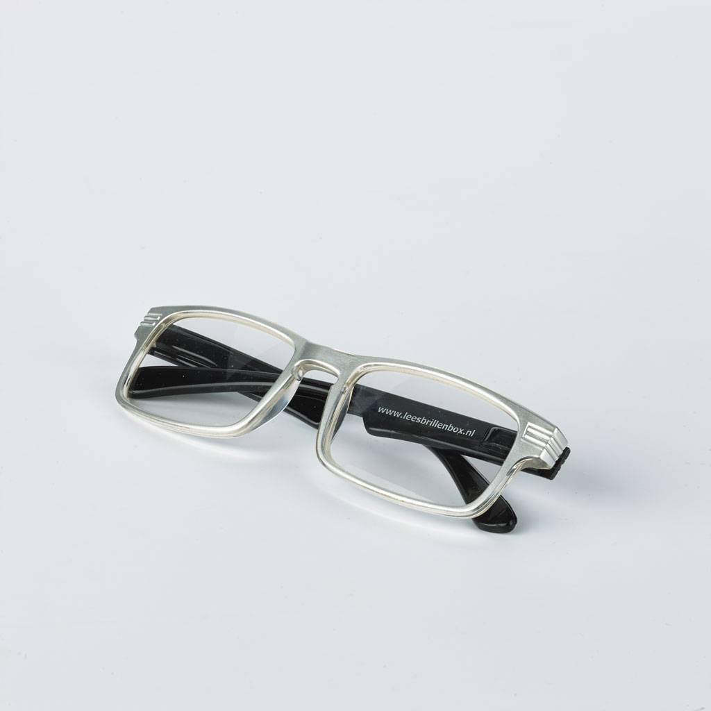 Hoogglans zwart Leesbrillenbox inclusief 4 leesbrillen met verschillende sterkten (1.0, 1.5 , 2.0, 2.5).