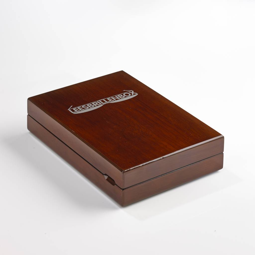 Walnut Readingglassesbox including four reading glasses with different strengths (1.0, 1.5, 2.0, 2.5).