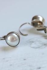 Carré Jewellery White pearl earrings