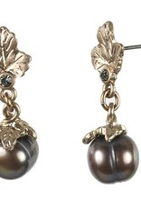 Hultquist Leaf earrings with grey pearl