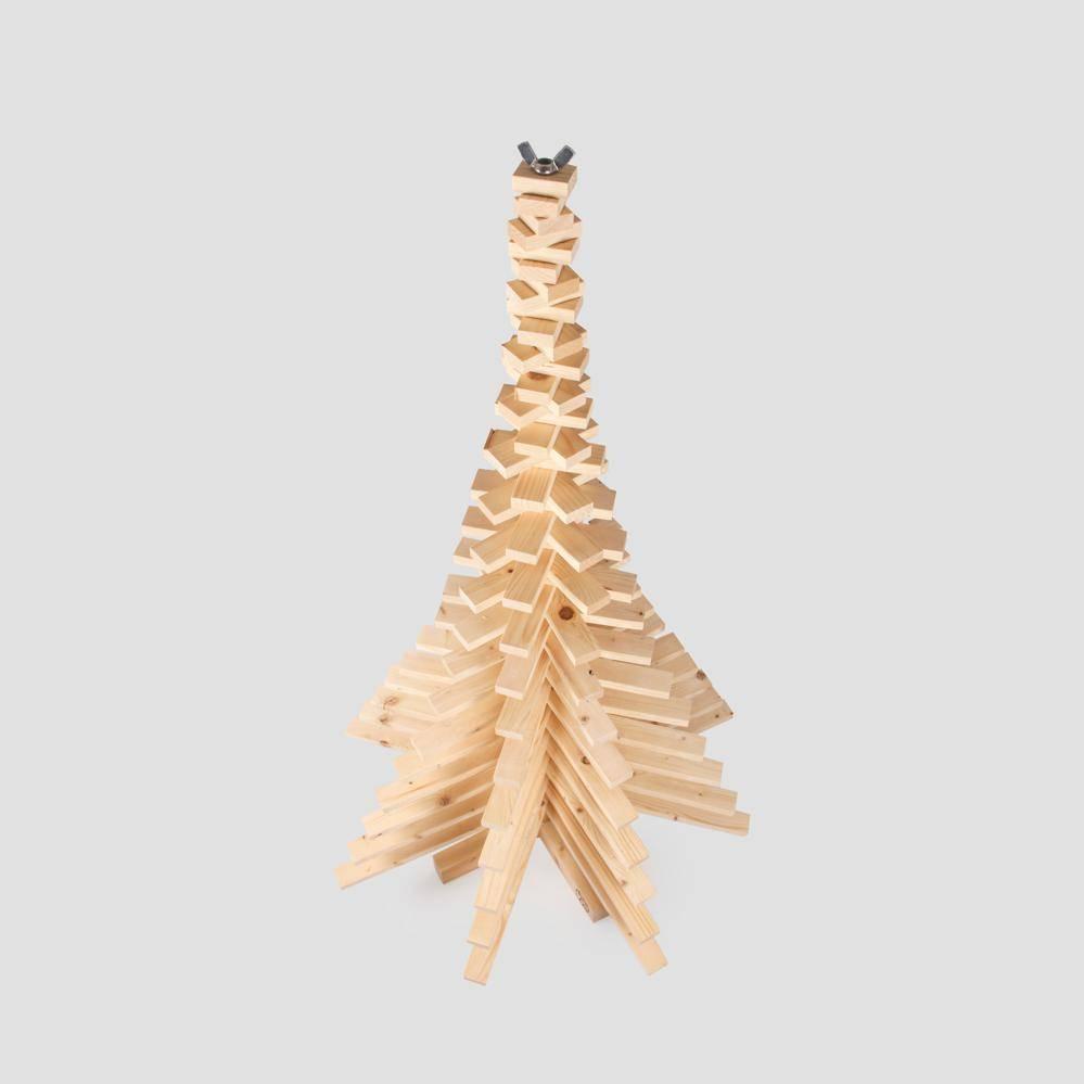 Houten kerstboom van sloophouten latjes van 2 bij 4 cm