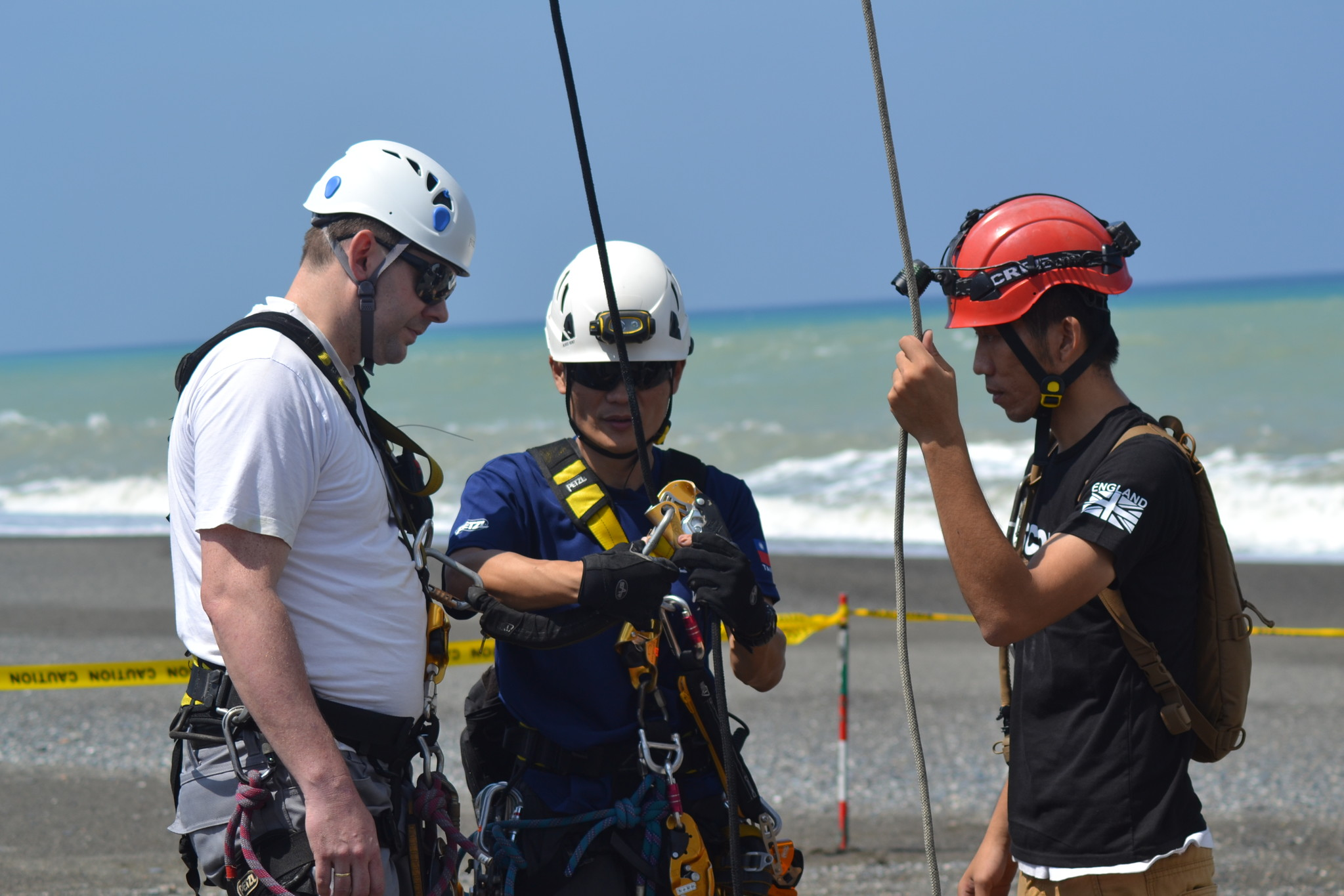 Consultant / NDI inspector / Instructor, Robert Otterspoor is ready for a blade NDI-damage assessment with the AiRAS Rope team from China.