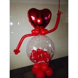 Super lieve en grote Valentijn decoratie met hartjes ballon in hand.