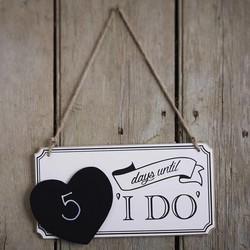 Houten bord om af te tellen naar je bruiloft
